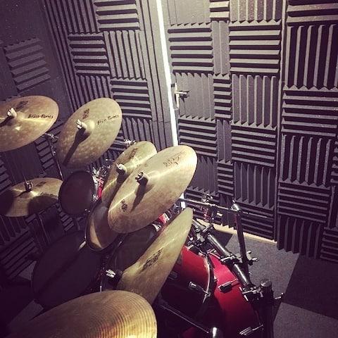 repetitieruimte drumstel met acoustic foam