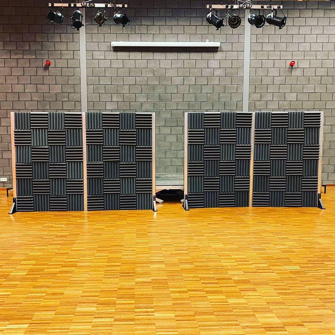 Repetitieruimte met acoustic foam schermen