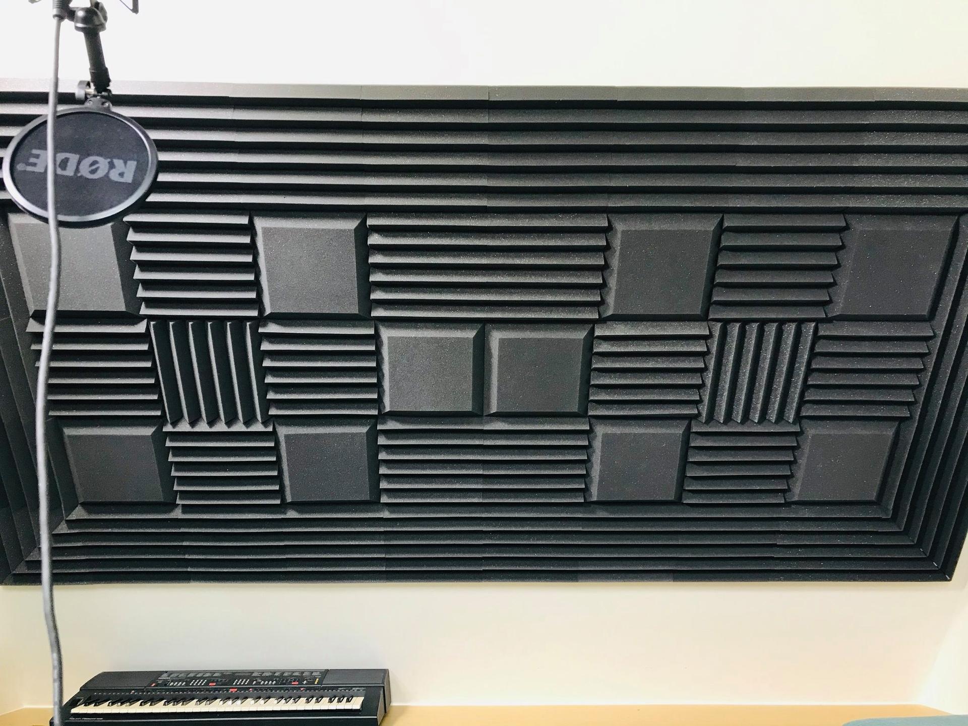 studio met akoestische tegels