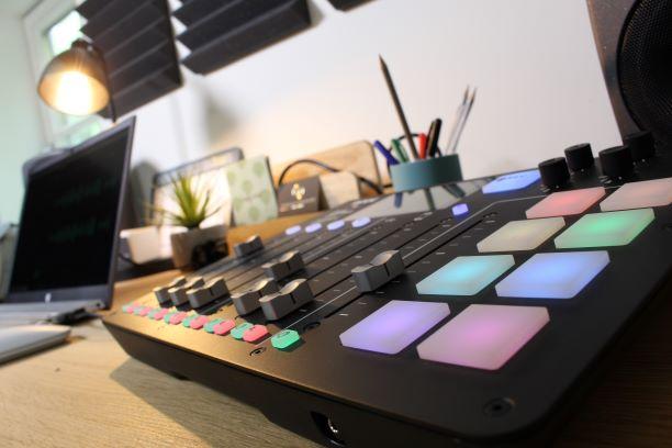 opname studio met akoestisch schuim voor geluidsverbetering