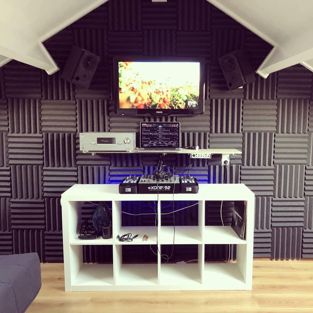 studio met wedges na foto met gemonteerd schuim