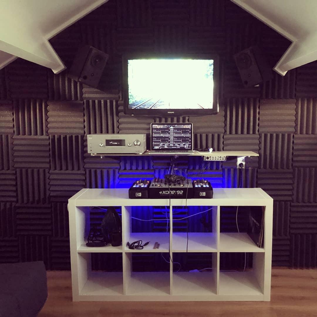 studio dj met bigblock wedges