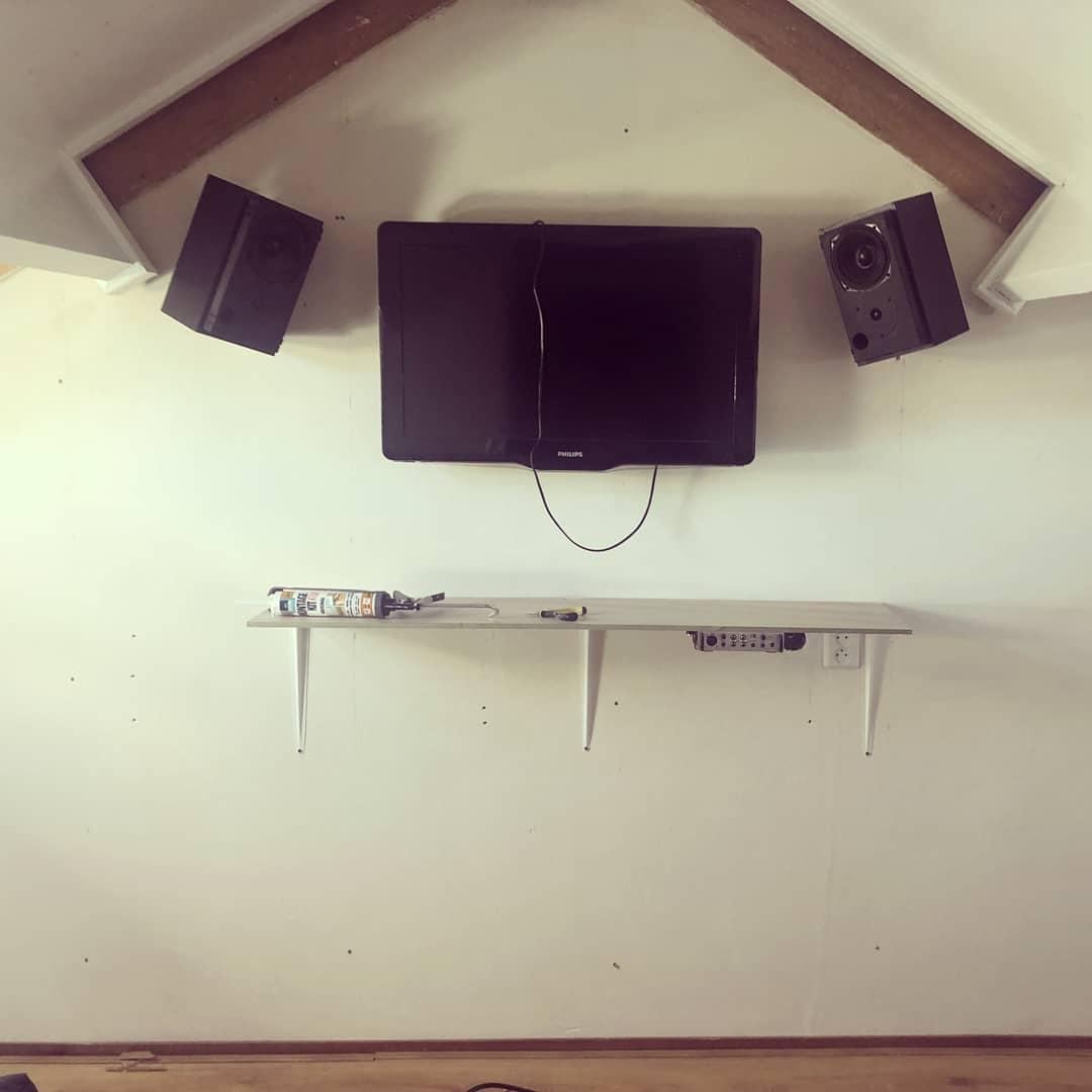 studio dj voor foto zonder acoustic foam