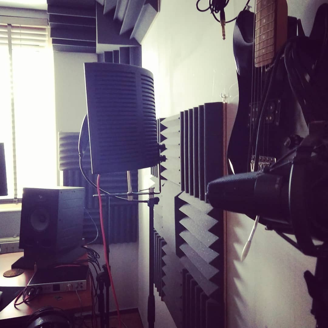 kleine studio met akoestisch schuim