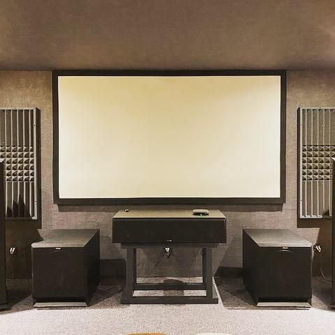 thuisbioscoop met acoustic panelen