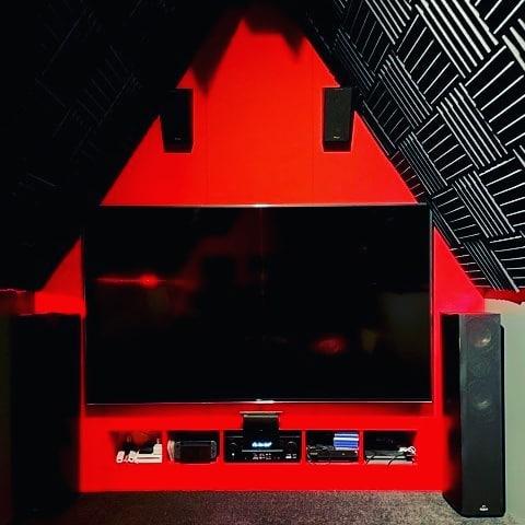 home cinema op zolder met akoestisch schuim